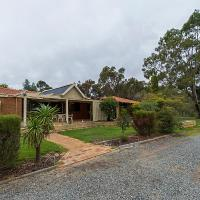Hotel Pictures: Holiday House On One Six Six, Forrestfield
