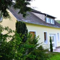 Hotel Pictures: Ferienhaus-Sternenberg, Alf