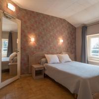 Hotel Pictures: Domaine des Cèdres, Villebois