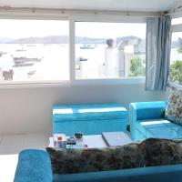 One-Bedroom Apartment with Sea View and Small Kitchen