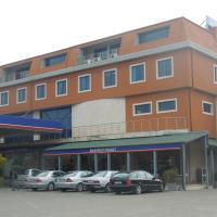 Hotel Pictures: Juko Petrol, Lezhë