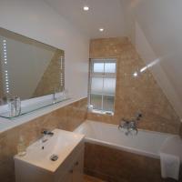 Twin Room (Private Bathroom, Sea View)