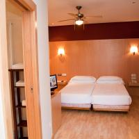 Twin Room with City View with Private Bathroom