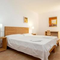 Hotel Pictures: Four-Bedroom Apartment in Mallorca with Pool XIX, El Port