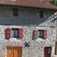 Hotel Pictures: Larraenea Bed and Breakfast, Lesaka