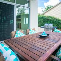 Hotel Pictures: Lake View Retreat, Gold Coast