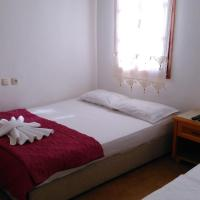 Economy Triple Room with 2 beds