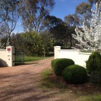 Hotel Pictures: Emu Valley, Emu Creek