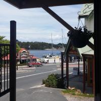 Hotel Pictures: Olivia's Suite, Strahan