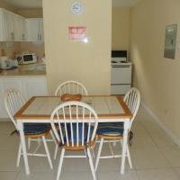 Hotel Pictures: AnnJenn Apartments, Christ Church
