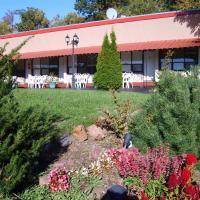 Hotel Pictures: Capricorn Motel Royale 1000 Islands, Lansdowne