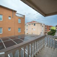 One-Bedroom Apartment with Balcony (5 Adults)