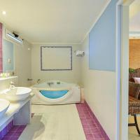 Honeymoon Suite with Side Sea View