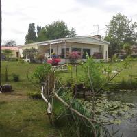 Hotel Pictures: Maison l'Etang de l'Aiguille, Oeyreluy