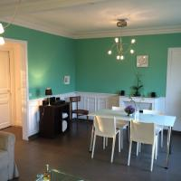 Hotel Pictures: Apartment near Champs Elysees, Nanterre