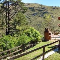 Hotel Pictures: Chalet Camino Cuadrado, La Falda