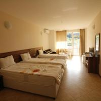 Triple Room with Terrace and Park View