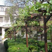 Hotel Pictures: Family Hotel Regina, Targovishte