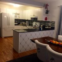 Hotel Pictures: 3 Bedroom House in Calgary, Calgary