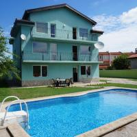 Hotel Pictures: Angelinas Villa with Private Pool, Bozhurets