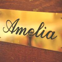 Amelia Queen Room