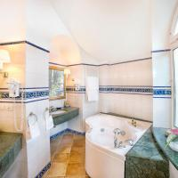 Large Suite with Spa Bath