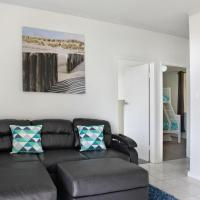 Two-Bedroom Apartment with Sea View - Vista