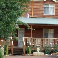 Hotel Pictures: Hollyville Cottage, Toolangi