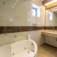 Superior Double Room with Spa Bath and Lake View without Balcony