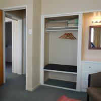 One-Bedroom Apartment with 3 Single Beds