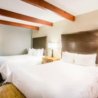 Queen Suite with Two Queen Beds and Kitchenette - Non-Smoking