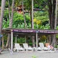 Hotel Pictures: Lookout Inn Beach Rain-forest Eco Lodge, Carate