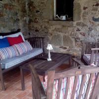 Hotel Pictures: Casa Rural Masia Forn del Vidre, Llorá