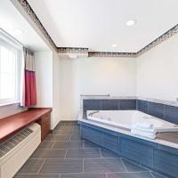 Queen Suite with Spa Bath - Non-Smoking