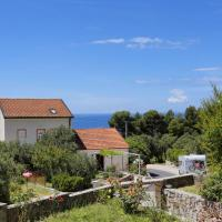 Three-Bedroom Holiday Home with Terrace and Sea View