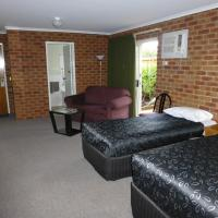 Twin Room with Spa Bath and Courtyard