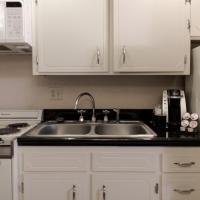 Deluxe King Room with Kitchenette - Non-Smoking