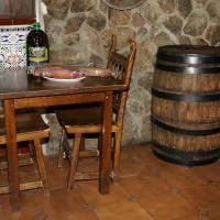 Hotel Pictures: Hostal La Taverna, Arenas de San Pedro