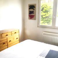 Hotel Pictures: Appartement meublé, Arès