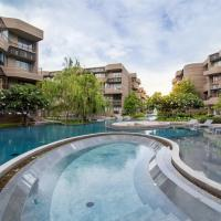 Apartment with Pool Access