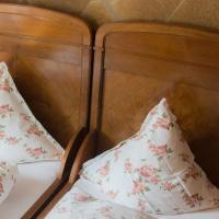 Hotel Pictures: Kleine Villa Rose, Eltville