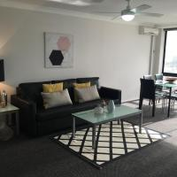 Hotel Pictures: Central Surfers Paradise Top Floor with views, Surfers Paradise