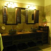 Hotel Pictures: Villa Touloulou, English Harbour Town