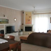 Four-Bedroom House - Annex