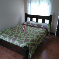 Hotel Pictures: Cabañas Naturales, Cedro