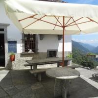 Hotel Pictures: Palazzo Gamboni Swiss Historic Hotel, Comologno