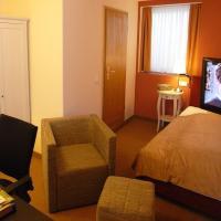 Queen Single Room