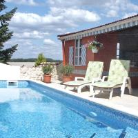 Hotel Pictures: Holiday home La Violette BROSSAC, Brossac