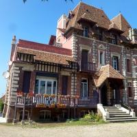 Hotel Pictures: Apartment Deauville-Trouville, Deauville