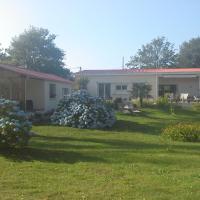 Hotel Pictures: Chambre d'Hôtes L'Etang de l'Aiguille, Oeyreluy